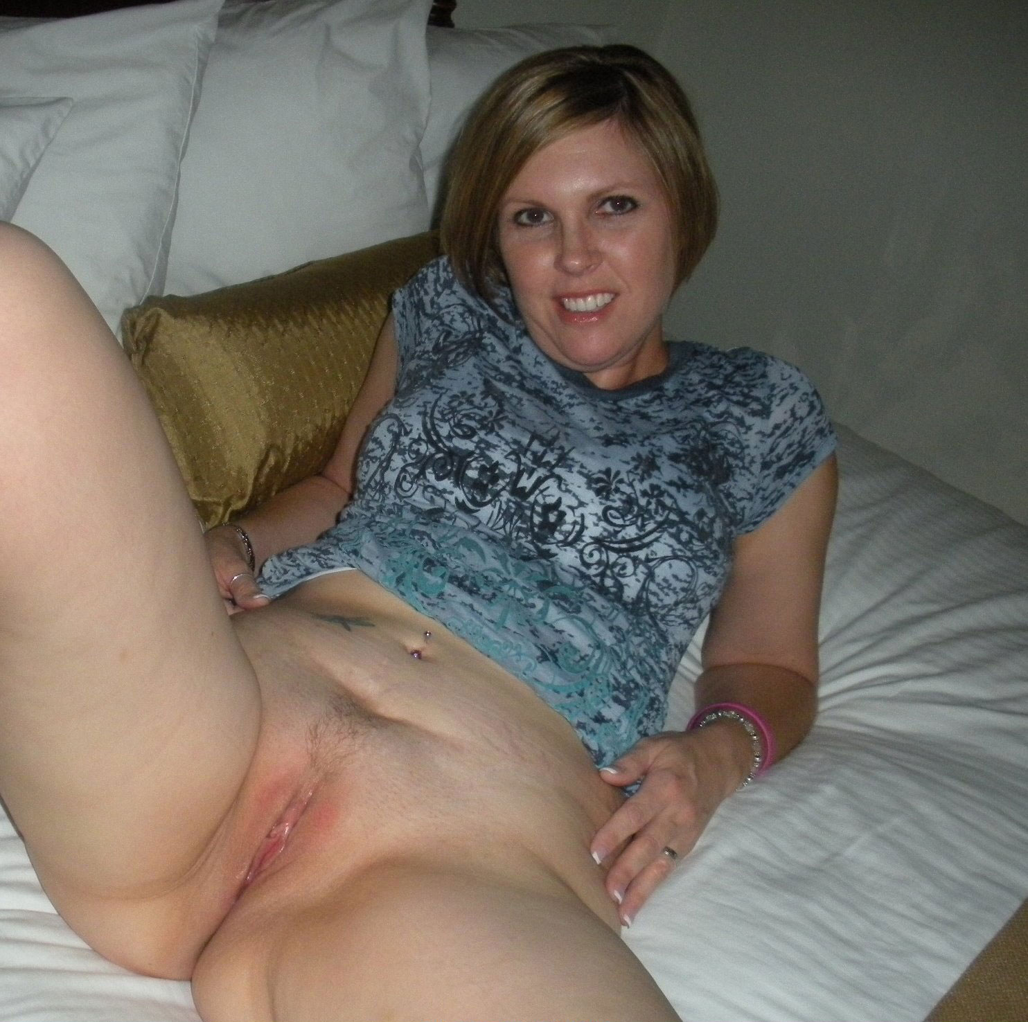 Nude wife shaved pussy